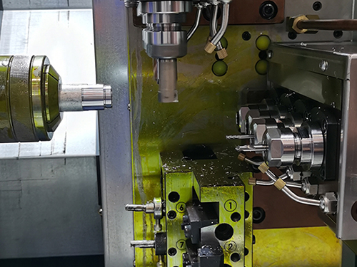 The Difference Between A Lathe And A Metal CNC Milling Machine